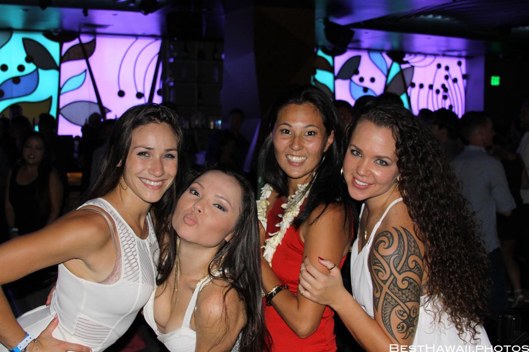Sky Waikiki club photos by Pasha BestHawaii.photos_09062015_5016