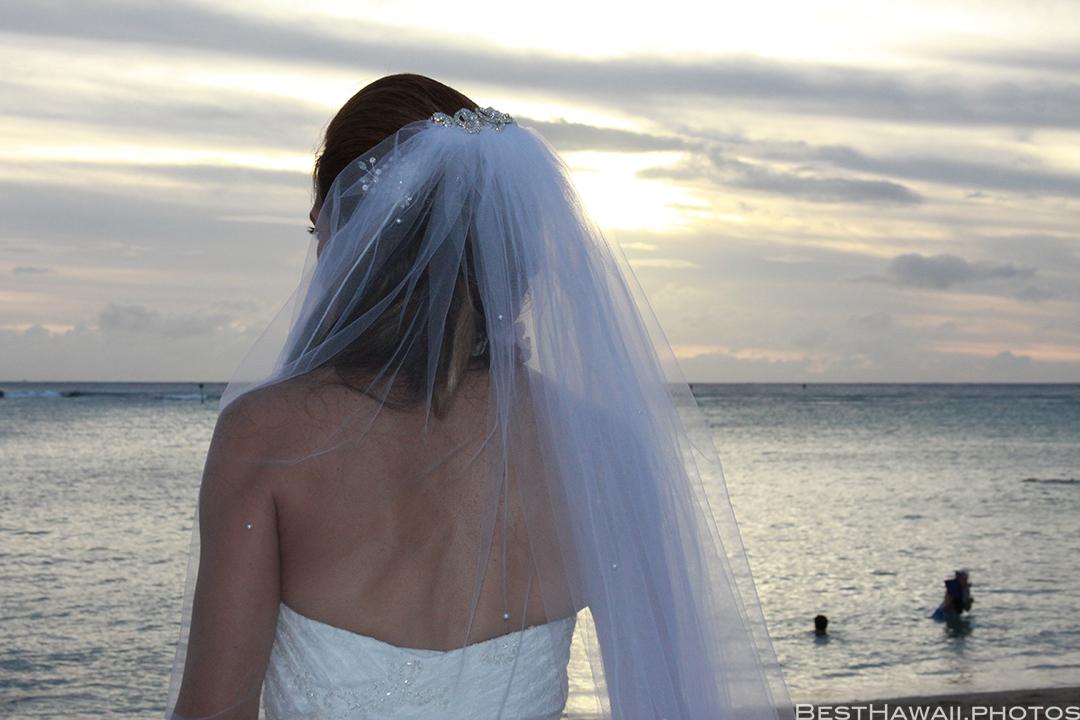 Sunset Wedding Photos in Waikiki by Pasha www.BestHawaii.photos 121820158671
