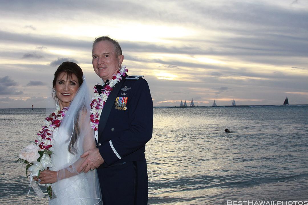 Sunset Wedding Photos in Waikiki by Pasha www.BestHawaii.photos 121820158676