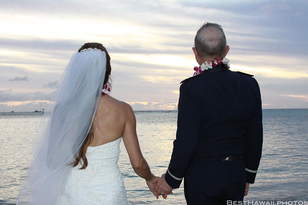 Sunset Wedding Photos in Waikiki by Pasha www.BestHawaii.photos 121820158682