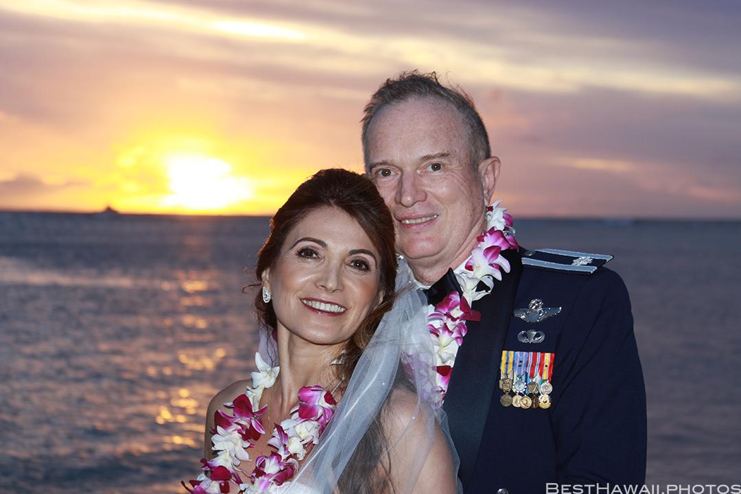 Sunset Wedding Photos in Waikiki by Pasha www.BestHawaii.photos 121820158687