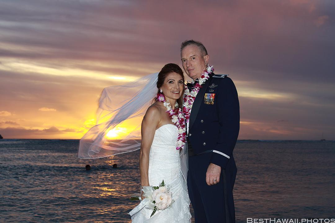Sunset Wedding Photos in Waikiki by Pasha www.BestHawaii.photos 121820158691