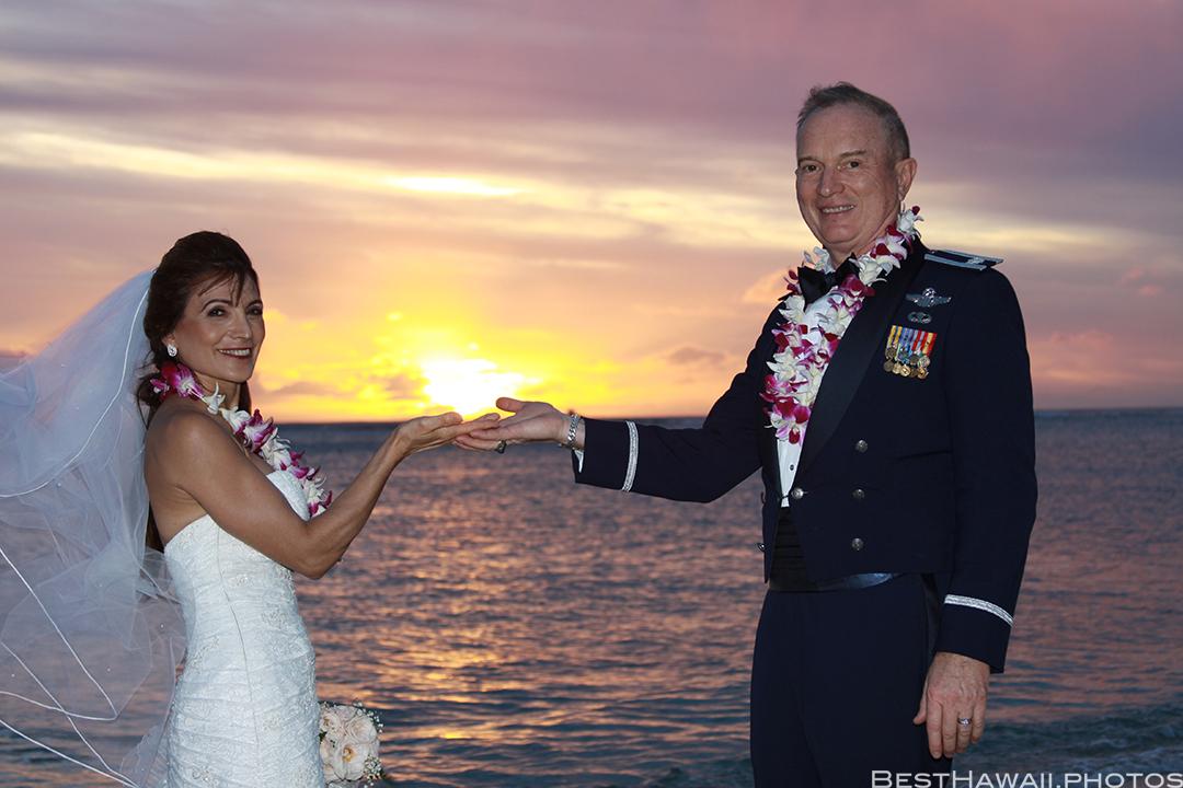 Sunset Wedding Photos in Waikiki by Pasha www.BestHawaii.photos 121820158693