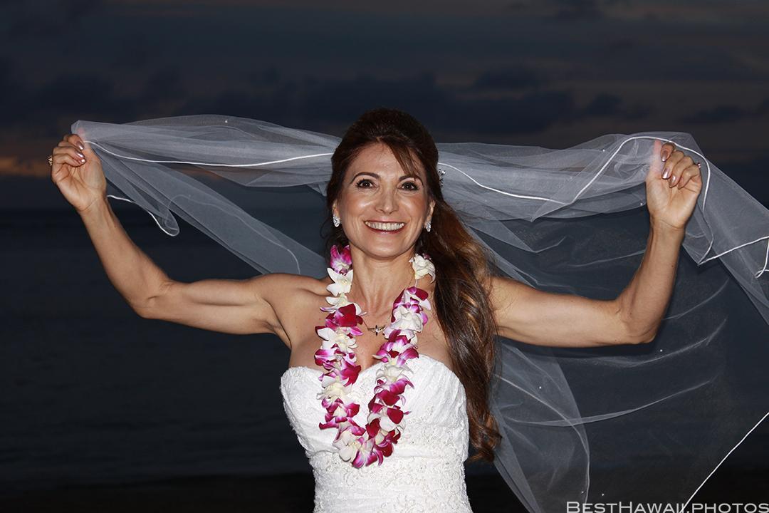 Sunset Wedding Photos in Waikiki by Pasha www.BestHawaii.photos 121820158704