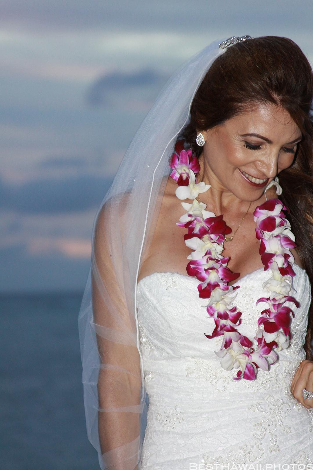 Sunset Wedding Photos in Waikiki by Pasha www.BestHawaii.photos 121820158709