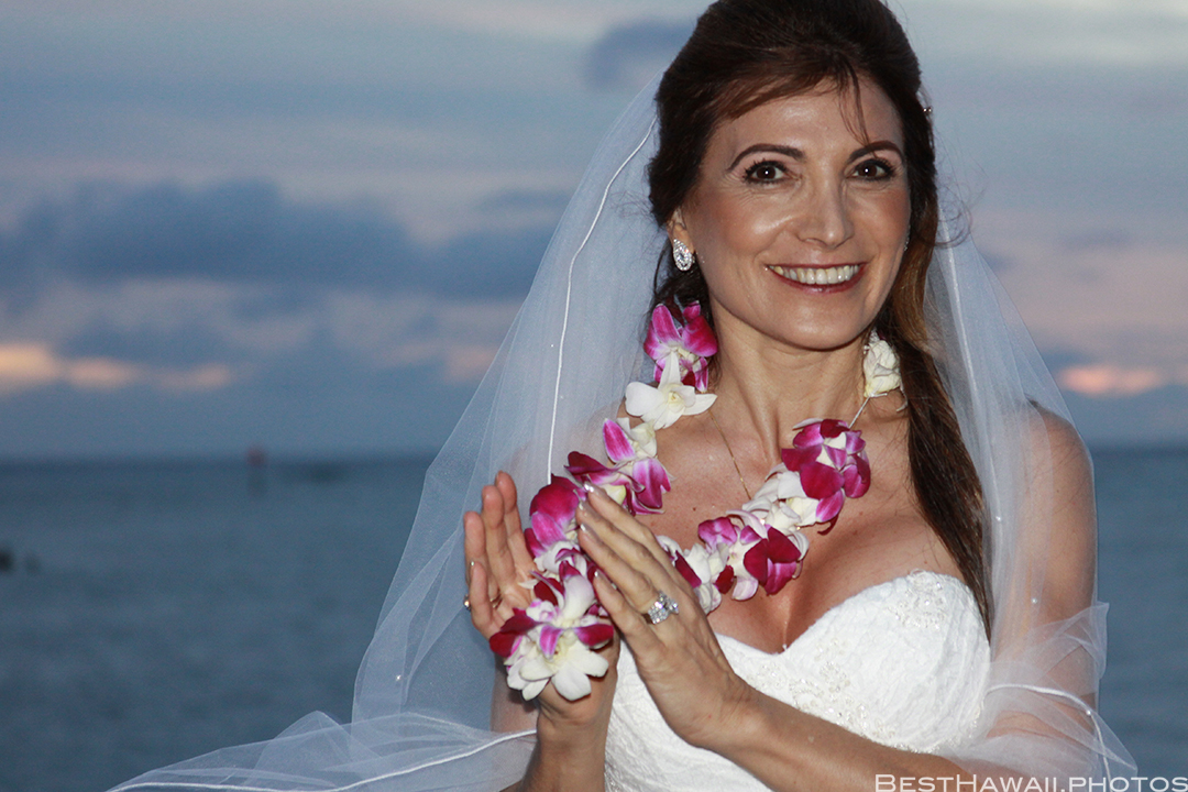 Sunset Wedding Photos in Waikiki by Pasha www.BestHawaii.photos 121820158710