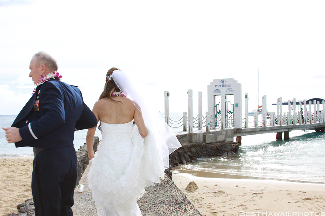 Wedding Photos at Hilton Hawaiian Village by Pasha www.BestHawaii.photos 121820158623