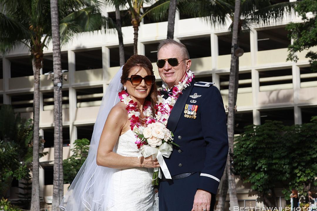 Wedding Photos at Hilton Hawaiian Village by Pasha www.BestHawaii.photos 121820158637