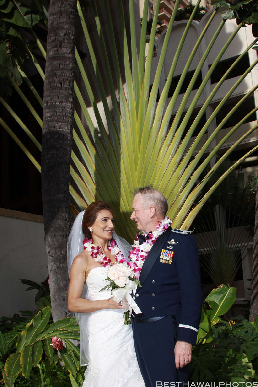 Wedding Photos at Hilton Hawaiian Village by Pasha www.BestHawaii.photos 121820158640