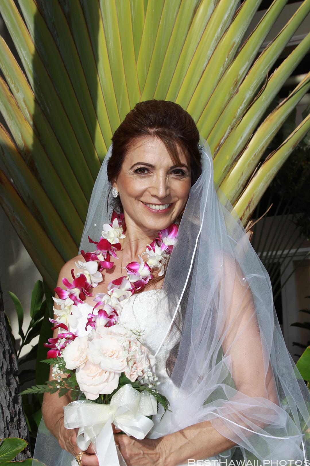 Wedding Photos at Hilton Hawaiian Village by Pasha www.BestHawaii.photos 121820158641
