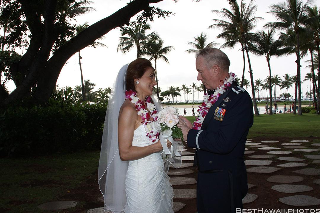 Wedding Photos at Hilton Hawaiian Village by Pasha www.BestHawaii.photos 121820158646