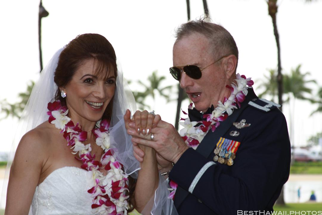 Wedding Photos at Hilton Hawaiian Village by Pasha www.BestHawaii.photos 121820158647