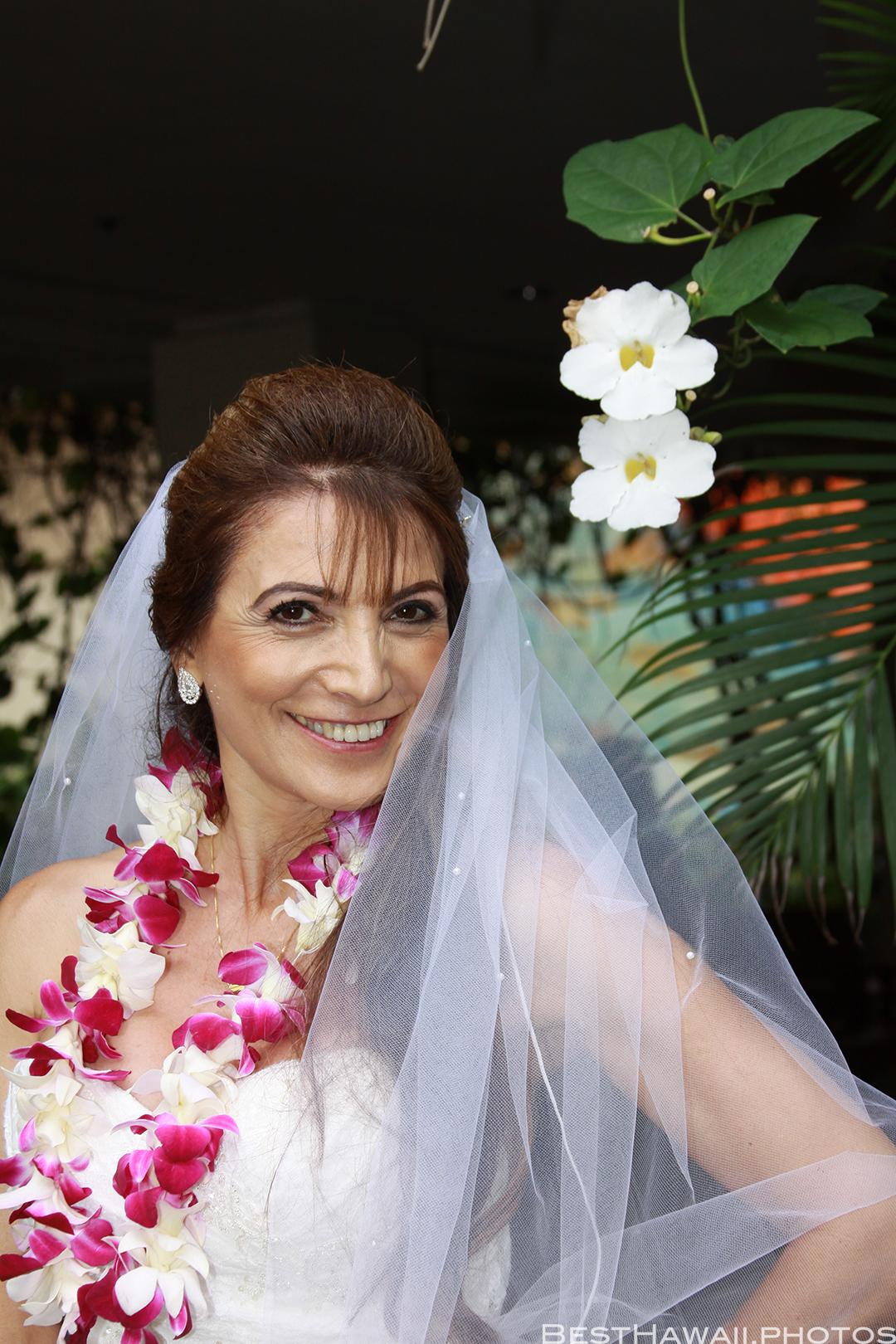 Wedding Photos at Hilton Hawaiian Village by Pasha www.BestHawaii.photos 121820158648