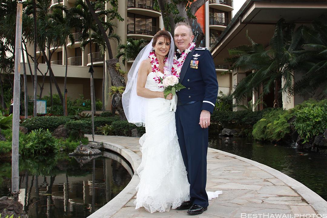 Wedding Photos at Hilton Hawaiian Village by Pasha www.BestHawaii.photos 121820158651