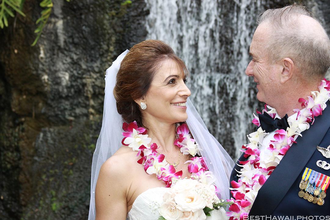 Wedding Photos at Hilton Hawaiian Village by Pasha www.BestHawaii.photos 121820158658